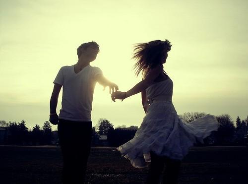 Amar é realidade. Paixão é projeção.