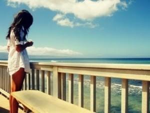 Olhando para o mar ou a solidão?