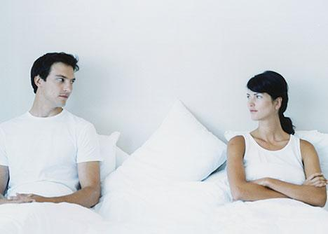 Mulheres frescas na cama