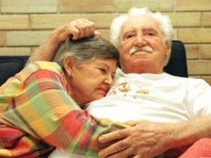 """Zelia Gattai estaria dizendo: """"Amado, amo mais você quando deito meu queixo em seu mamilo direito"""""""