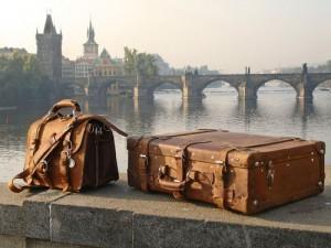 São as malas ou as pessoas com as malas?