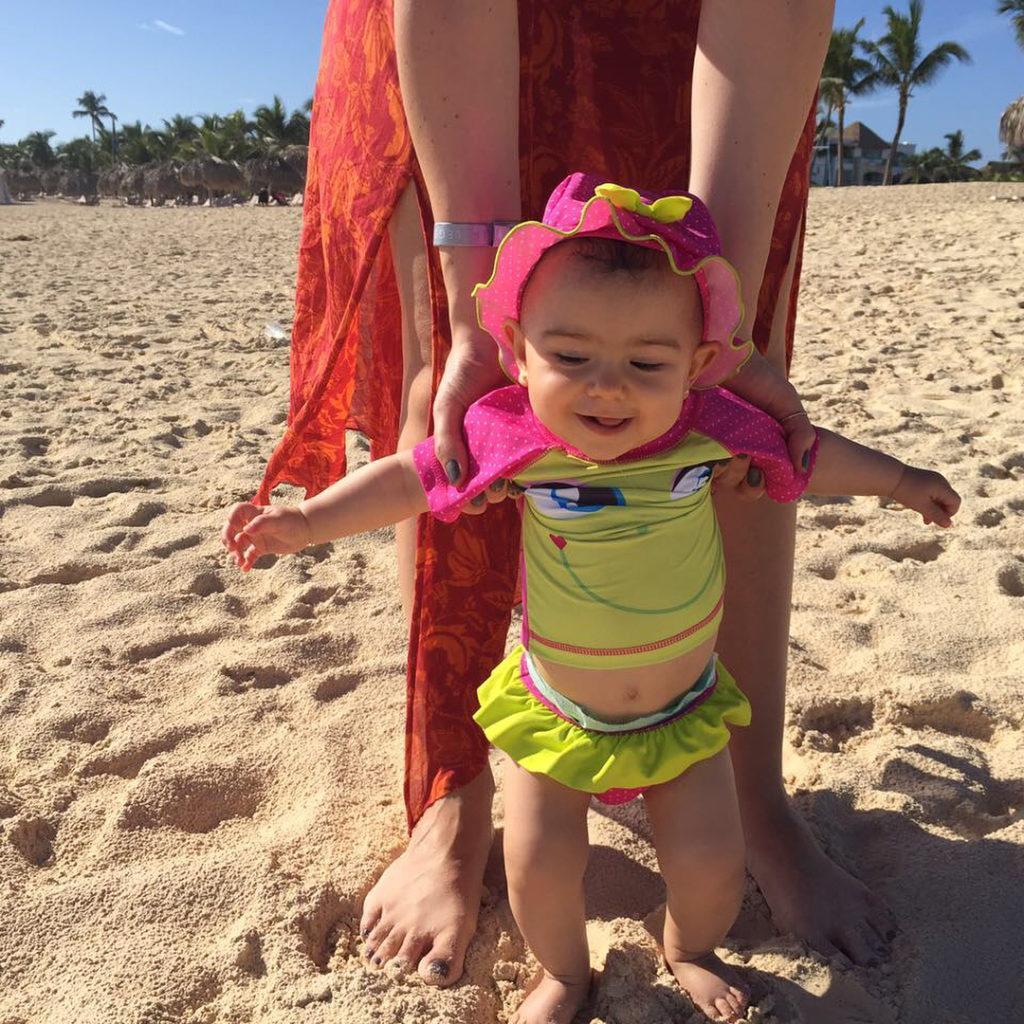 Nina gostou e no gostou da areia foi confuso esthellip